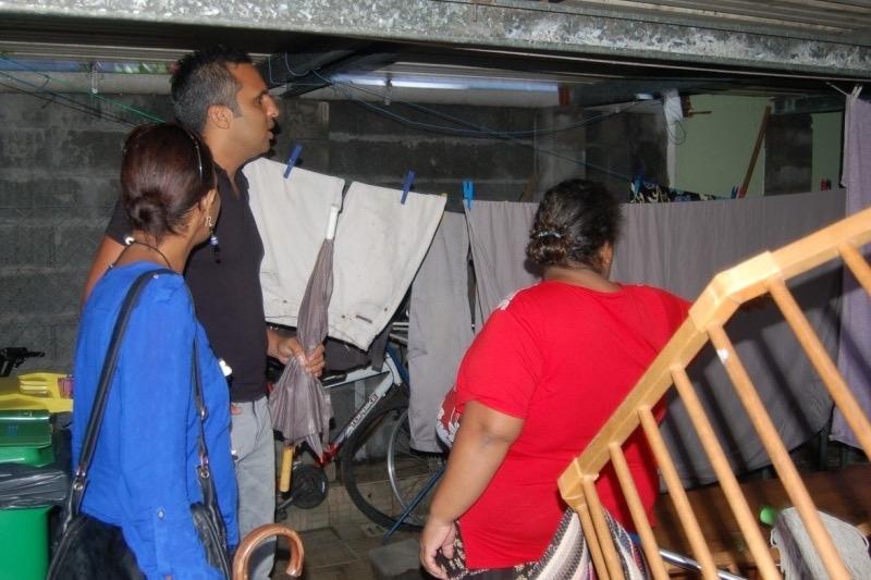 Les familles attendent la déclaration de sinistre à l'Étang-Salé